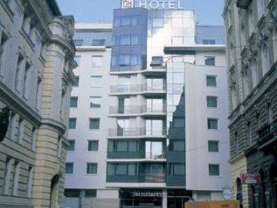 Отель NH Budapest City 4* Будапешт Венгрия