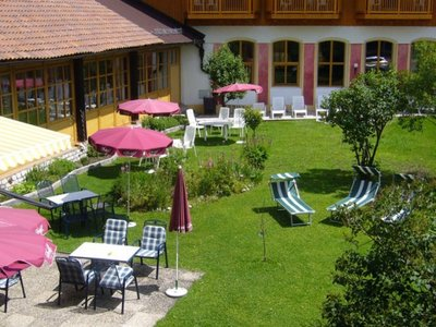 Отель Wellnesshotel Zum Gourmet 4* Зеефельд Австрия