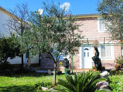 Отель Larisa Lux Villa 2* Петровац Черногория