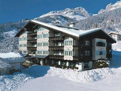 Отель Alpen Hotel Corona Sport & Wellness 4* Валь Ди Фасса Италия