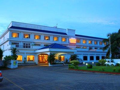 Отель Abad Airport Hotel 3* Керала Индия