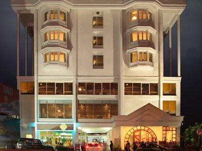 Отель Abad Plaza Hotel 3* Керала Индия