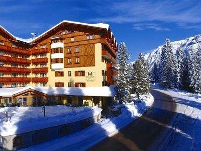 Отель Carlo Magno Hotel Spa & Resort 4* Мадонна ди Кампильо Италия