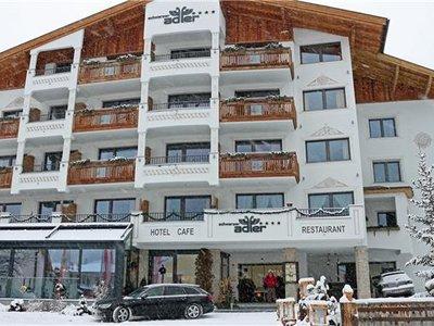 Отель Schwarzer Adler 4* Наудерс Австрия