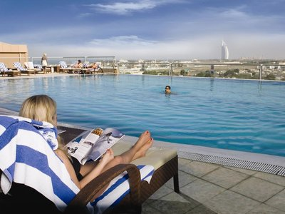 Отель Two Seasons Hotel & Apartments Dubai 4* Дубай ОАЭ