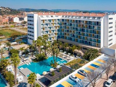 Отель Aqua Silhouette & Spa 4* Коста Дель Маресме Испания