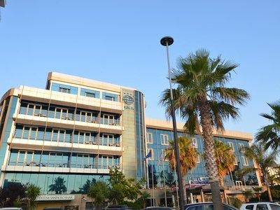 Отель Vlora International Hotel 5* Влера Албания