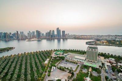 Отель Holiday International Sharjah 4* Шарджа ОАЭ