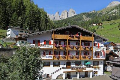 Отель Fiorenza Hotel 2* Кампителло-ди-Фасса Италия