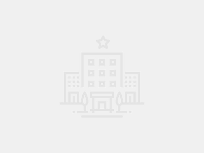 """1 800.  Углич, ул. Островского, д. 7. ночь.  Гостиница  """"Москва """" расположена в историческом центре Углича."""