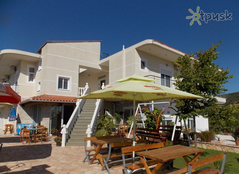 Фото отеля Chris Hotel 3* Ксамил Албания